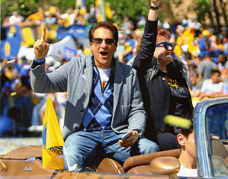 Peter and Tara Guber celebrating the Warriors Championship in 2017 during the city's parade ceremony