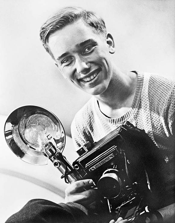 Douglas Kirkland in 1952 in Fort Erie, Canada