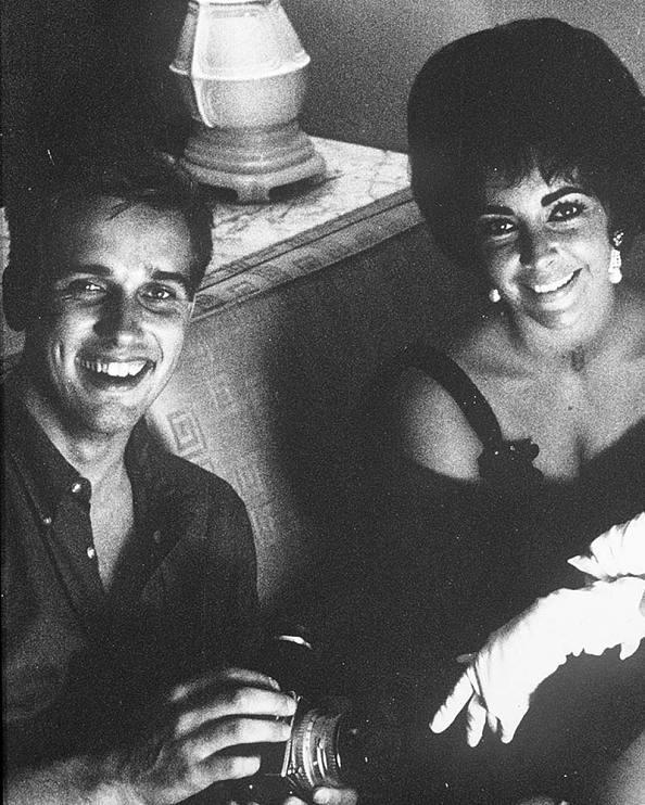 Douglas Kirkland with Elizabeth Taylor, 1961