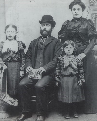 Tillie Ehrlich (bottom right) and family, around 1900.
