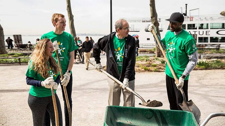 Brian Roberts at Comcast Cares Day