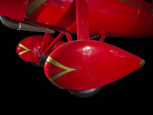 Red teardrop shaped wheel faring on Amelia Earhart Lockheed Vega 5B aircraft-thumbnail 8