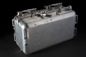 Upright closed rectangular aluminum case with 4 hinges on lid and latches-thumbnail 5