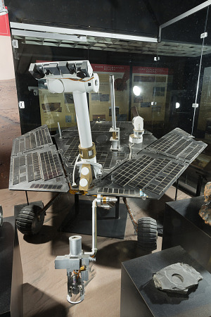 Mars Science Laboratory Mars Rover Curiosity Model in display case-thumbnail 4