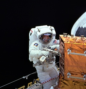 Claude Nicollier on STS-103