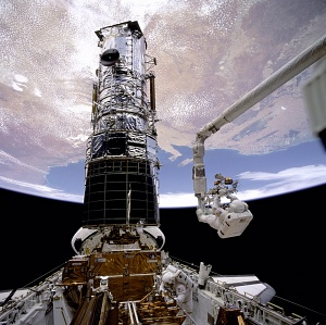 Musgrave Working on Hubble