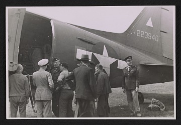 thumbnail image for Officers standing by an army plane loaded with the Ghent Altarpiece
