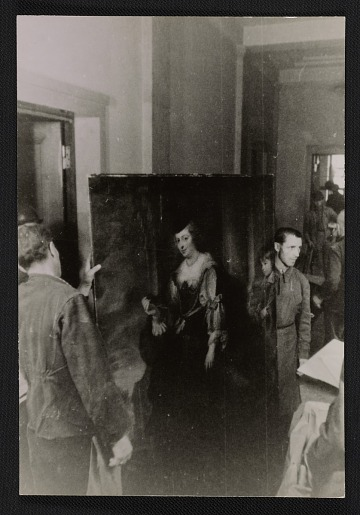 thumbnail image for Soldiers preparing a Rubens painting for shipment