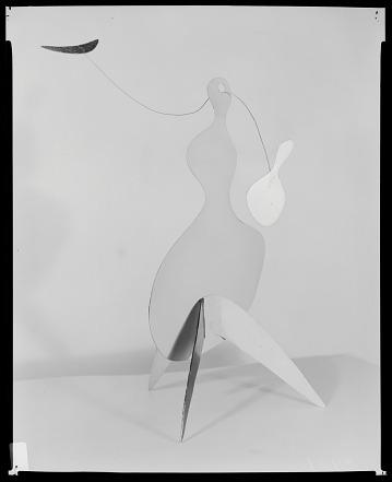 thumbnail image for Alexander Calder stabile, Perls #3931