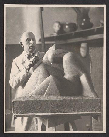 thumbnail image for Arnold Rönnebeck working on <em>Grief</em> model