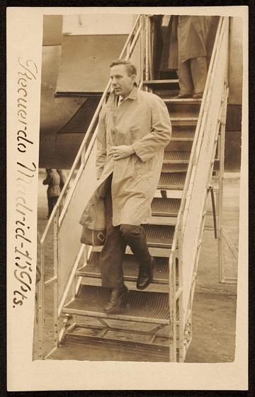 thumbnail image for Paul Wonner departing airplane