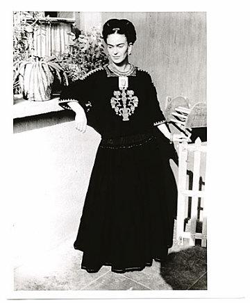 thumbnail image for Frida Kahlo standing
