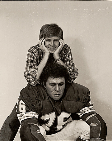 thumbnail image for Duane Hanson with his sculpture <em>Football Player</em>