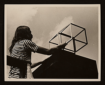 thumbnail image for Frosty Myers installing outdoor sculpture