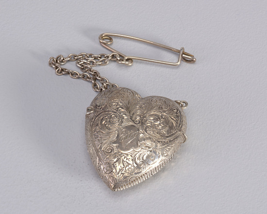 image for Heart with Attached Chain and Pin