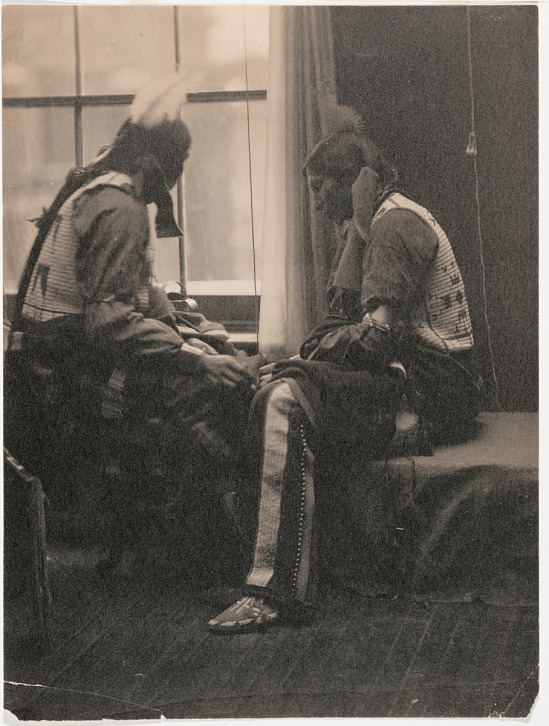 Sioux Indians drawing in Kasebier's Studio | Smithsonian
