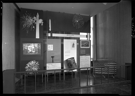 Fourth of July Holiday Display, 1971, Smithsonian Institution Archives, SIA Acc. 11-009 [71-151-2].