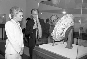 Queen Noor of Jordan at the Freer Gallery of Art with Secretary Robert McCormick Adams