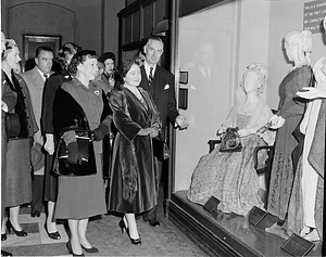 Mamie Eisenhower and Queen Mother at SI