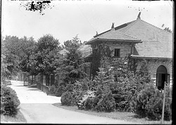 Monkey House, Southwest Corner, 1910, Smithsonian Institution Archives, SIA Acc. 14-167 [NZP-0337].