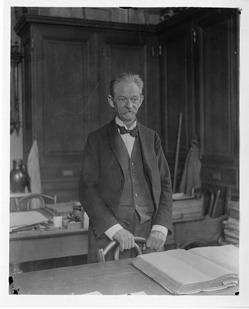 Edwin Bayer, 1900, Smithsonian Institution Archives, SIA Acc. 90-105 [SIA2008-0057].