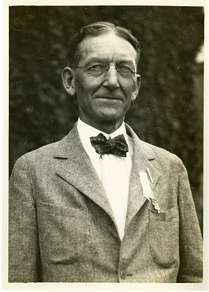 Lewis Ralph Jones (1864-1945), Smithsonian Institution Archives, SIA Acc. 90-105 [SIA2008-4507].