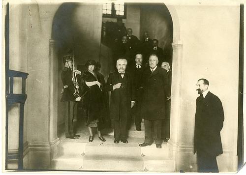 Charlotte Louise Juliette Grimaldi (left), Alexandre Millerand (center), and Prince Albert I of Mona