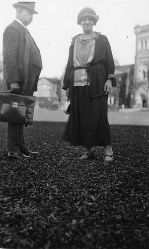 left to right: Edwin Emery Slosson (1865-1929) and May Gorslin Preston Slosson (1858-1943)